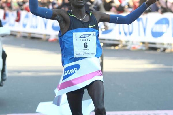 Sub-2:08 PB for Duncan Kibet in Milan (Giancarlo Colombo)
