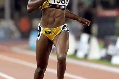 Sherone Simpson (JAM) women's 200m gold - Melbourne (Getty Images)