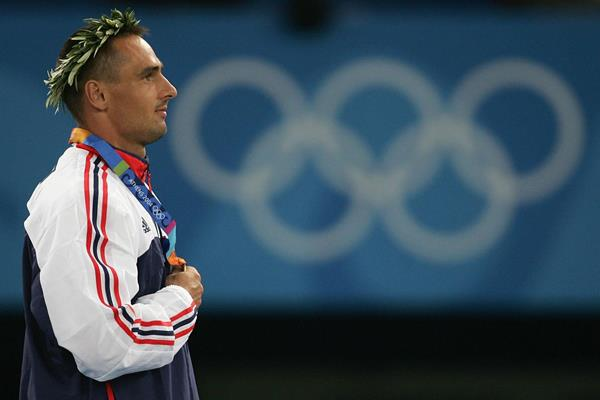 Roman Sebrle on top of the podium at the 2004 Olympic Games in Athens (Getty Images)