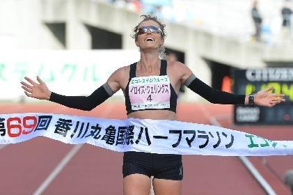 Eloise Wellings wins at the 2015 Marugame Half Marathon (Getsuriku - Masamichi Makino)
