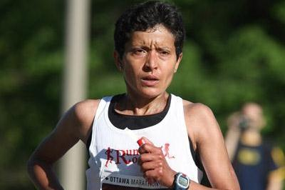 Asmae Leghzaoui of Morocco enroute to her second Ottawa Marathon title in 2:27:41 (Victah Sailer)