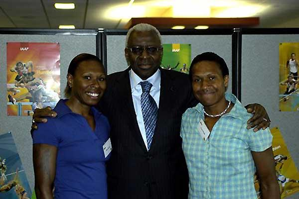Brisbane RDC Opening - President Diack pictured with champion Papuan New Guinean sprinters Mae Koime (left) and Toea Wisil (right) (Daryl Cross - PhotoAction)