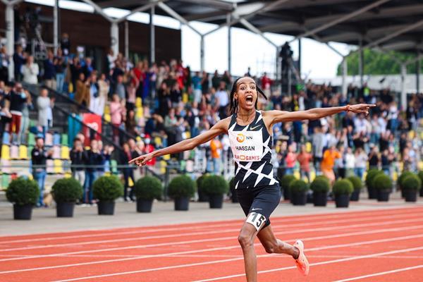 Sifan Hassan breaks the world 10,000m record in Hengelo (FBK Games)