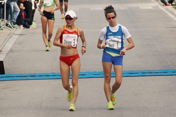 Qieyang Shenjie and Eleonora Giorgi in the early stages of the Grande Prémio Internacional de Rio Maior em Marcha Atlética 2016  (Ricardo Aurelio / Desmor)