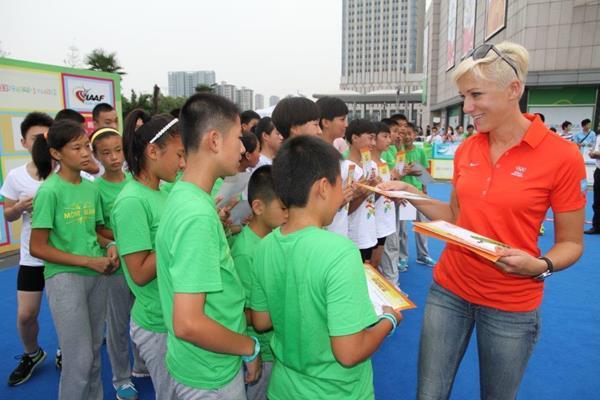 Kajsa Bergqvist at Kids' Athletics event in Nanjing (IAAF )