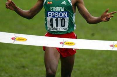Kenenisa Bekele (ETH) wins the men's short course race (Getty Images)