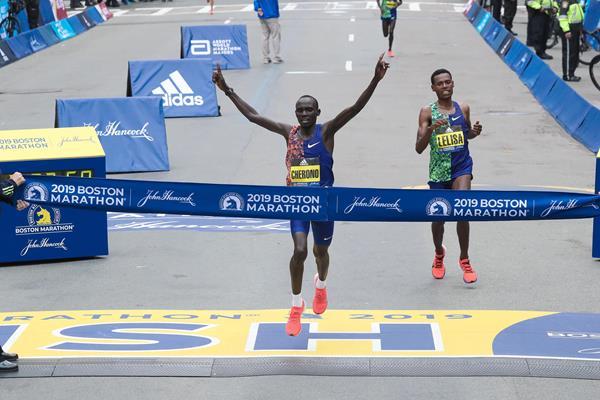 Lawrence Cherono fends off Lelisa Desisa to take the Boston Marathon title (Victah Sailer)