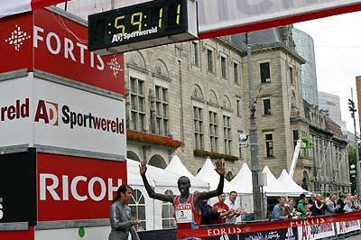 Evans Kiprop Cheruiyot wins the 2007 Fortis Rotterdam Half Marathjon (John de Pater)