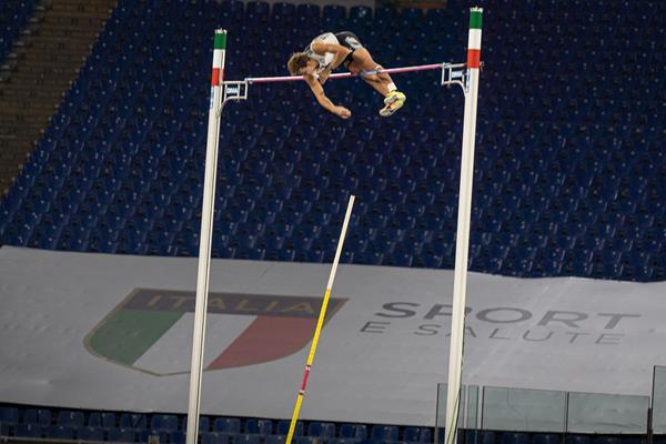 Mondo Duplantis clears 6.15m at the Wanda Diamond League meeting in Rome (Chris Cooper)