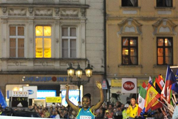 Zakia Mrisho winning the Prague 5Km (organisers)