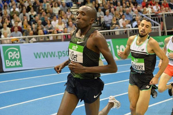 Vincent Kibet en route to his 1500m victory in Karlsruhe (Jiro Mochizuki)