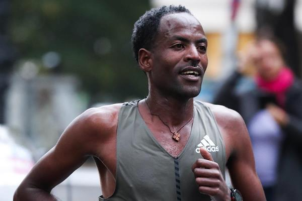 Guye Adola at the Berlin Marathon (Victah Sailer)