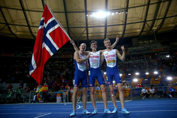 Henrik, Jakob and Filip Ingebrigsten after the 1500m at the European Championships (Getty Images)