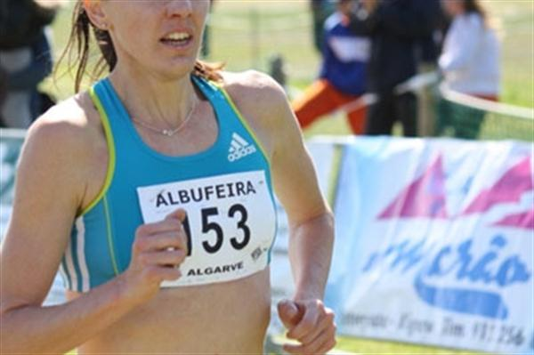 Aniko Kalovics on the way to victory at the Albufeira XC (Organisers)