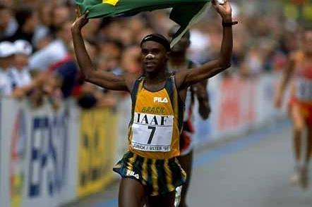 Ronaldo da Costa parades the Brazilian flag at the 1998 World Half Marathon Champs (Getty Images)