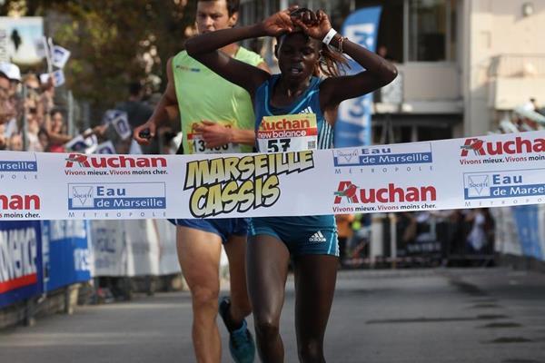Peres Jepchirchir winning at the 2014 Marseille-Cassis 20km road race (Organisers / Maindru Photo)