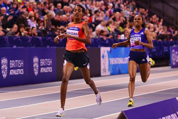Sifan Hassan and Gudaf Tsegay at the 2016 Glasgow Indoor Grand Prix (Getty Images )