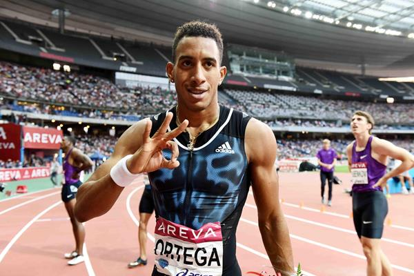 Orlando Ortega at the 2015 IAAF Diamond League in Paris (Jiro Mochizuki)