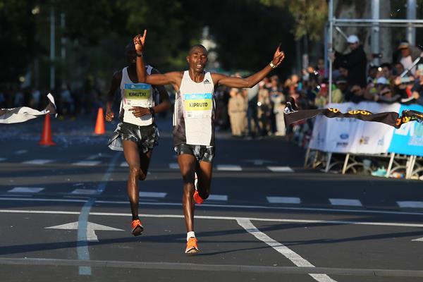 Benson Kipruto winning the Guadalajara Half Marathon (Comude Guadalajara/organizers)