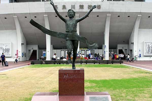 Statue of Naoko Takahashi, the 2000 Olympic Marathon champion outside Nagaragawa stadium, Gifu, Japan (Ken Nakamura)