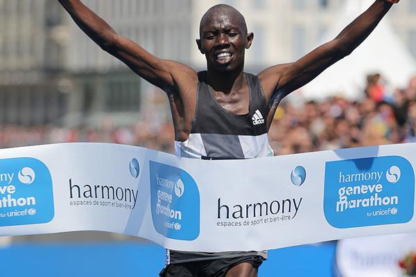 Julius Chepkwony wins the 2016 Geneva Marathon (Organisers / Obrenovitch / mouv-up.com)