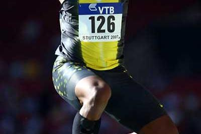 Walter Davis triple jumping in Stuttgart (Getty Images)