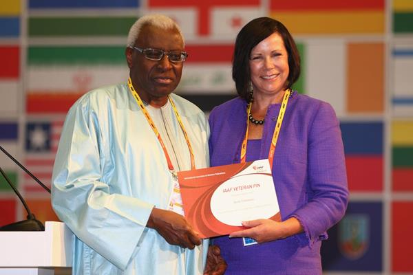 Anne Timmons receives an IAAF Veteran Pin at the 49th IAAF Congress in Moscow (IAAF)