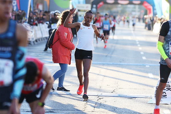 Tsehay Gemechu wins the Valencia 10K (Organisers)