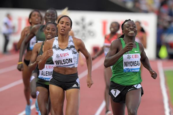 Francine Niyonsaba en route to 800m victory in Lausanne (Gladys Chai von der Laage)