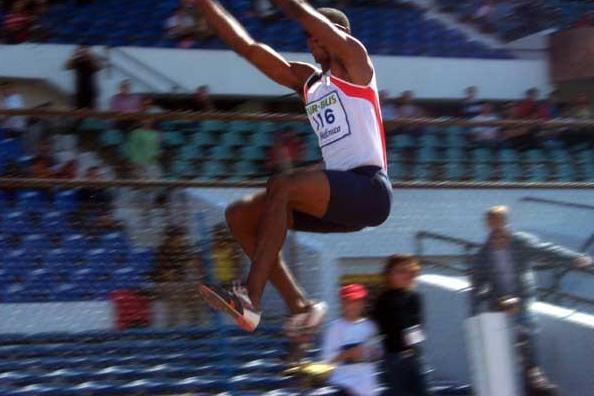 Irving Saladino (PAN) jumps to 8.26m in Santiago (Francisco Ibarra)