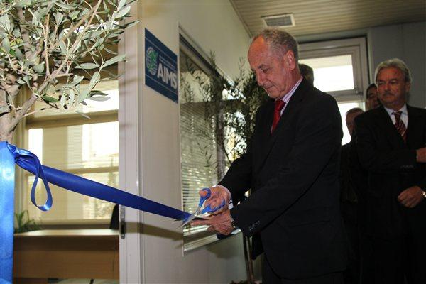 President of AIMS, Paco Borao cuts the tape to officially open the new AIMS HQ in Athens (AIMS)