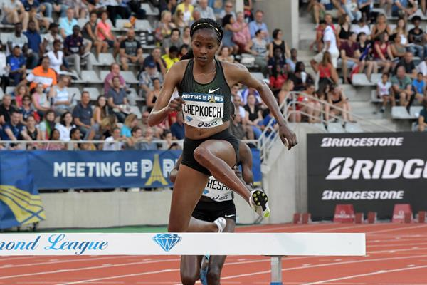 Beatrice Chepkoech on her way to winning the steeplechase at the IAAF Diamond League meeting in Paris (Kirby Lee)