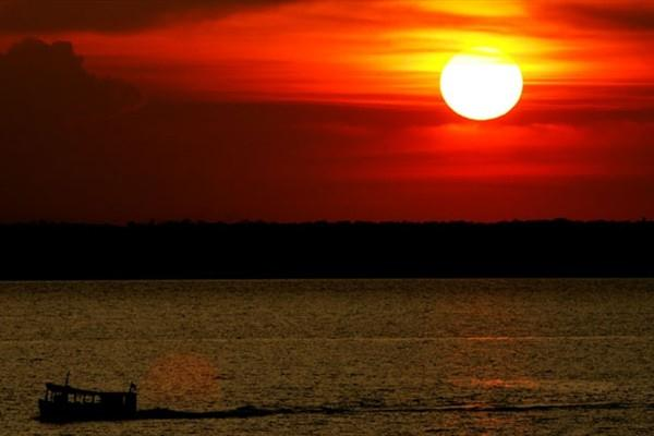 Athletics in the Jungle - Sunset over the Amazon River (Bruno Miani)