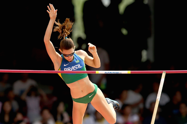 Fabiana Murer competes in the pole vault at the Beijing World Championships ()