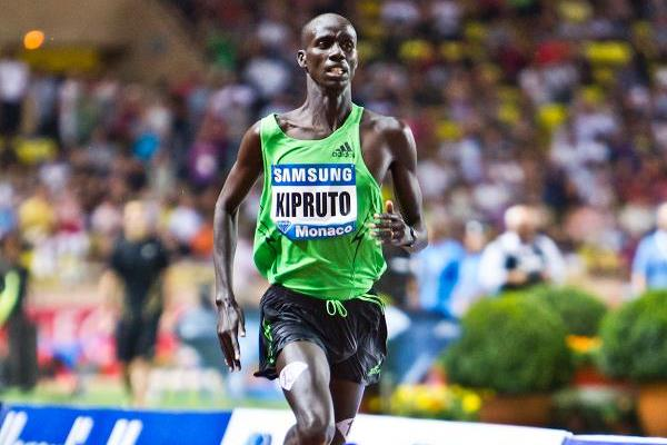 Brimin Kipruto en route to his sizzling 7:53.64 in Monaco (Philippe Fitte)