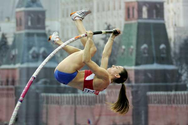 Yelena Isinbayeva of Russia on her way to gold in the women's Pole Vault final (Getty Images)
