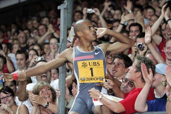 Felix Sanchez celebrates winning the 400m Hurdles with the Zurich crowd (Getty Images)
