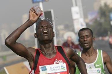 John Kelai en route to his five second win at Mumbai Marathon (Mumbai Marathon organisers)