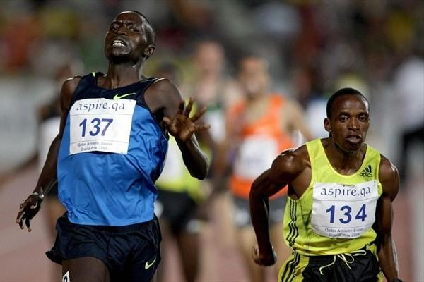 Augustine Choge (l) edges Haron Keitany by just 0.02sec in Doha (Getty Images/AFP)