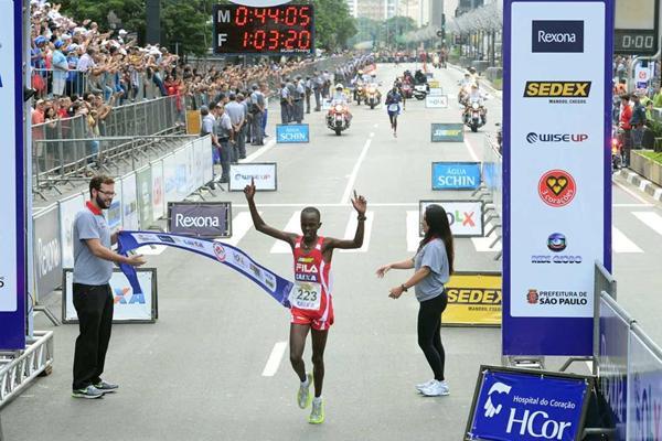 Kenya's Edwin Kipsang Rotich winning at the Corrida Internacional de São Silvestre in São Paulo on 31 December (Sérgio Shibuya/Organizers)