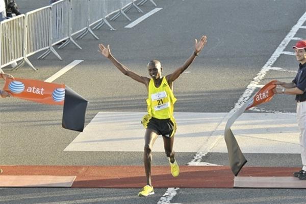 Sammy Kiprop Kitwara wins in San Juan (Rafael Luna)