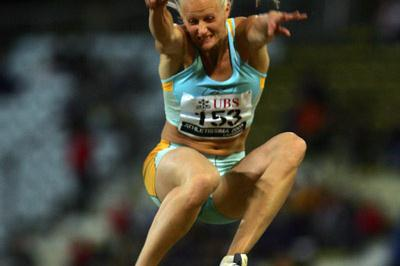 Carolina Kluft leaps a season's best 6.84 in Lausanne (Getty Images)