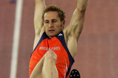 Rens Blom of the Netherlands takes gold in the men's Pole Vault (Getty Images)