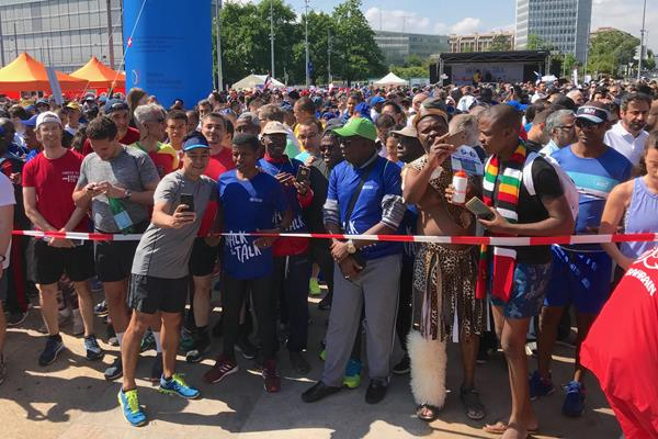 A final flurry of selfies before Haile Gebrselassie begins his run in Geneva (Bob Ramsak)