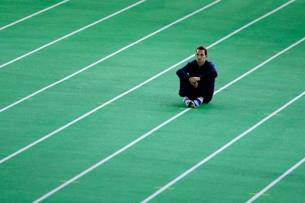 Renaud Lavillenie waiting to enter the pole vault at the IAAF World Indoor Championships Portland 2016 (Getty Images)