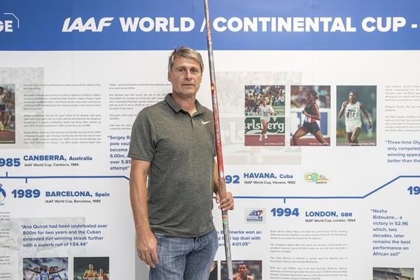Jan Zelezny with world record javelin stands next to IAAF World Cup display showing him throwing and winning in the 1992 edition in Havana, Cuba (foto@horsinka.cz )