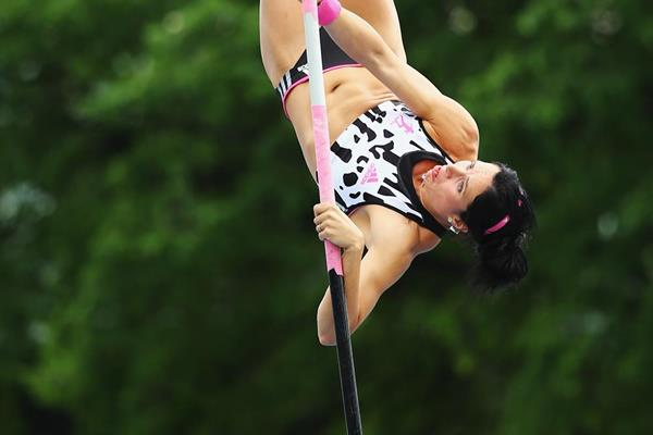 Jenn Suhr at the IAAF Diamond League meeting in New York (Getty Images)