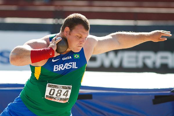 Shot put winner Darlan Romani at the South American Championships (Oscar Munoz Badilla)