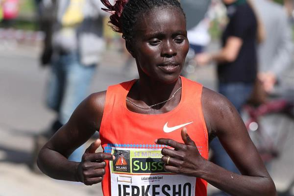 Visiline Jepkesho on her way to victory at the 2014 Milano City Marathon (Giancarlo Colombo)