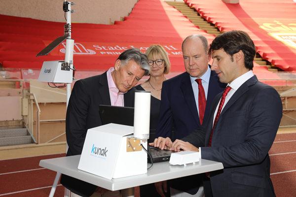 World Athletics President Sebastian Coe, Sustainable Development Advisory Group Chair Sylvia Barlag and HSH Prince Albert II are shown the air quality monitor by Kunak Technologies CEO Javier Fernandez Huerta (Philippe Fitte)